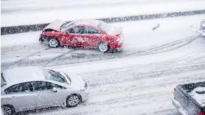 Opony zimowe w samochodzie. Czy prawo wymaga ich stosowania podczas zimy?