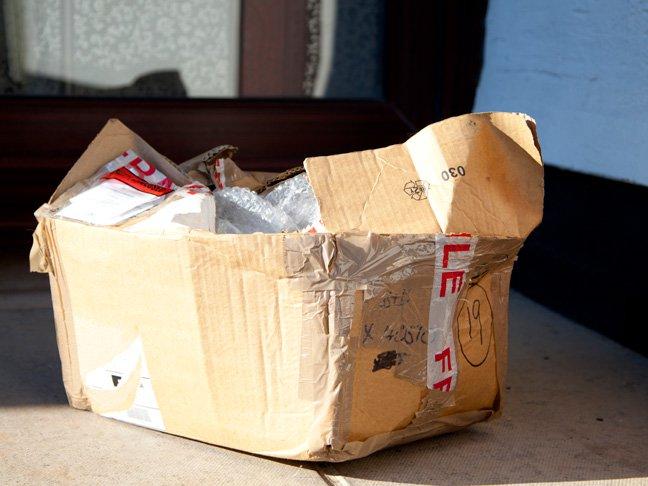 Czy mogę otworzyć przesyłkę kurierską przed podpisaniem odbioru?