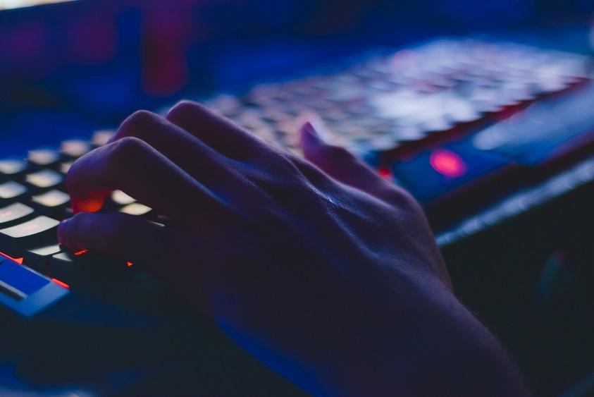"""Cyberprzestępcy wyłudzają pieniądze, stosując metodę """"na amerykańskiego żołnierza"""""""