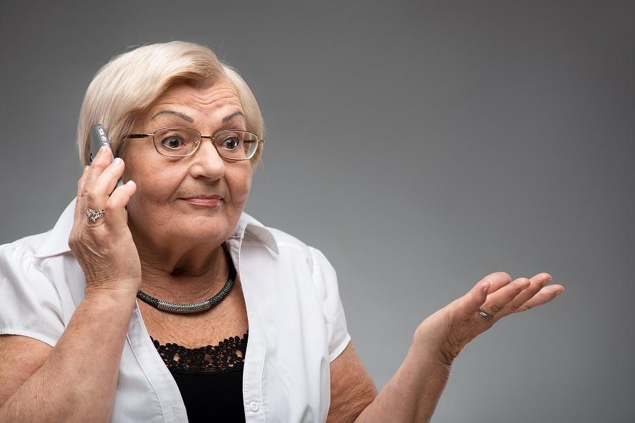 Starsza kobieta podała oszustowi przez telefon hasło do konta bankowego