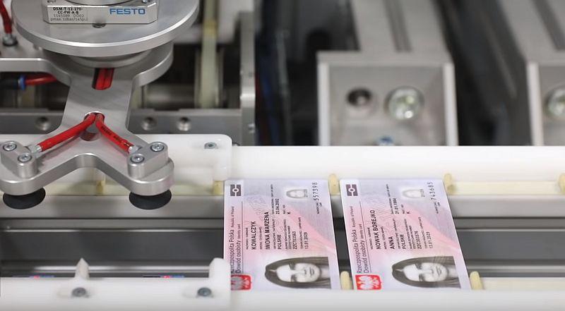 Ministerstwo Cyfryzacji wstrzymało produkcję e-dowodów z powodu błędów