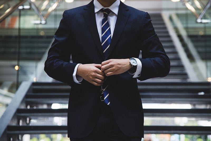 Czy garnitur, koszulę, krawat można wliczyć w koszty firmowe?