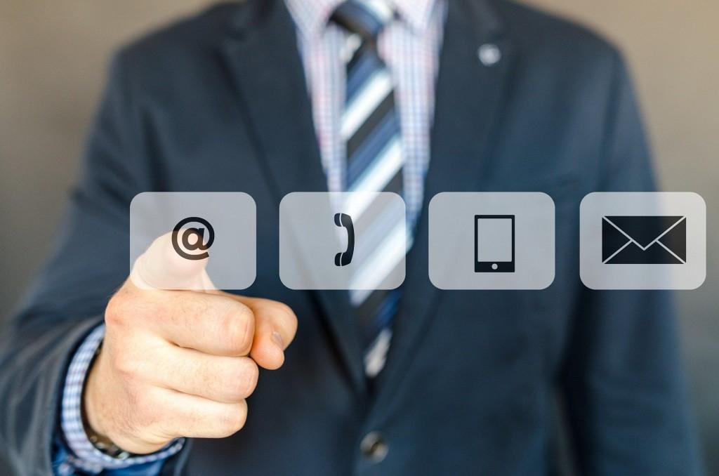 Pracodawca może przekazać maila oraz numer telefonu pracownika instytucji finansowej