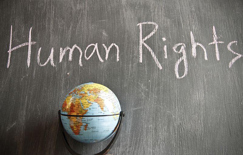 Facebook i Google zagrażają prawom człowieka?