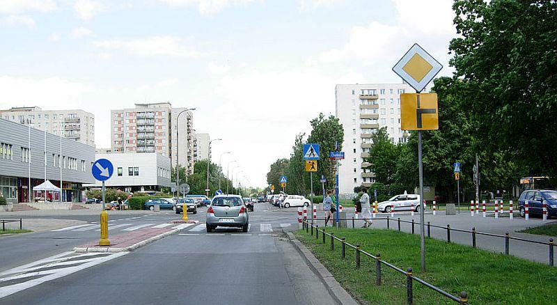 O sygnalizacji zmiany kierunku jazdy na drodze z pierwszeństwem