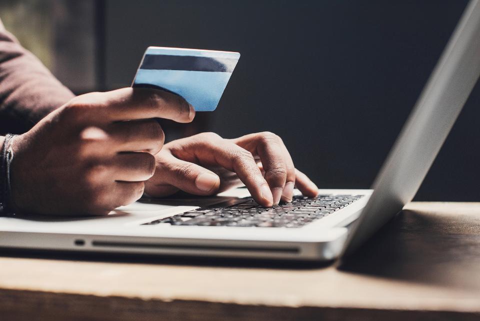 Dodatek wykradający dane klientów w sklepie internetowym